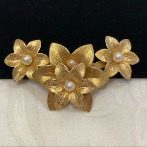 Vintage Sarah Coventry Gold & Pearl Flower Brooch